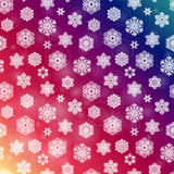 De winter naadloos purper patroon met hand getrokken sneeuwvlokken Royalty-vrije Stock Afbeelding