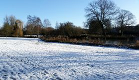 De winter in Royal Leamington Spa - van Pompzaal/Jephson Tuinen royalty-vrije stock foto's
