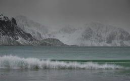 De winter ruw landschap in Lofoten-Archipel stock fotografie
