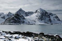 De winter ruw landschap in Lofoten-Archipel royalty-vrije stock fotografie