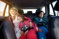 De winter, ski, reis - familiereis aan skitoevlucht Royalty-vrije Stock Foto's