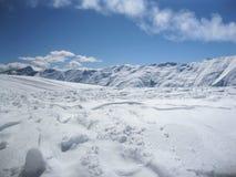 De winter SNEEUW BERGEN Reis Sport Blauwe hemel stock afbeelding