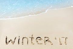 De winter van 2017 teken op een zand dichtbij overzees oceaan tropisch strand Royalty-vrije Stock Foto's