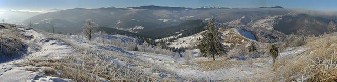 De winter zet panorama (2) op royalty-vrije stock foto's