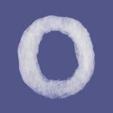 De winteralfabet, symbolen van watten worden gemaakt die blauwe geïsoleerde achtergrond Alle Brieven Hoge Resolutie Stock Foto's