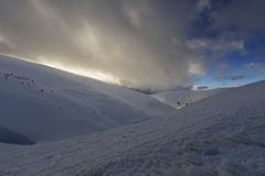 De winteravond in de bergen Stock Foto's