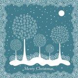 De winterbomen op de achtergrond van de Kerstmisprentbriefkaar Stock Foto