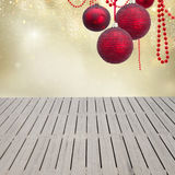 De winterbos met planken Royalty-vrije Stock Fotografie