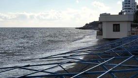 De winterbranding in de Zwarte Zee stock videobeelden