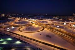 De wintercityscape van de nacht met grote uitwisseling Royalty-vrije Stock Fotografie
