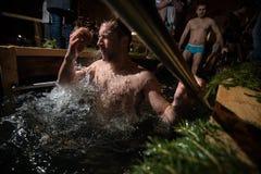 De winterdoopsel in het meer Royalty-vrije Stock Afbeeldingen