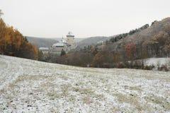 De winterkasteel Karlstejn Stock Afbeeldingen