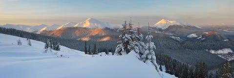 De winterlandschap in bergen Royalty-vrije Stock Foto