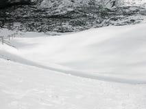De winterlandschap - bergketen in de sneeuw Stock Afbeelding