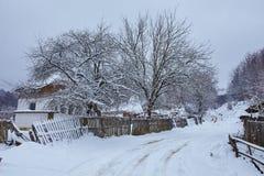 De winterlandschap bij platteland royalty-vrije stock afbeeldingen