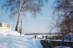 De winterlandschap de rivier Stock Afbeeldingen