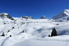 De winterlandschap in de skitoevlucht van La Plagne, Frankrijk stock afbeelding
