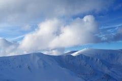 De winterlandschap met bergketen Royalty-vrije Stock Foto