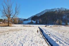 De winterlandschap met bevroren meer in Goldegg, Oostenrijk Royalty-vrije Stock Foto