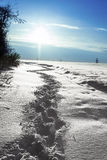 De winterlandschap met blauwe hemel royalty-vrije stock afbeelding