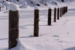 De winterlandschap met diepe sneeuw Royalty-vrije Stock Afbeeldingen
