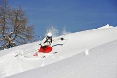 De winterlandschap met een skiër Stock Fotografie