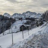 De winterlandschap met landbouwbedrijf, Slovenië Royalty-vrije Stock Afbeelding