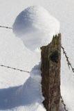 De winterlandschap met omheining Stock Foto's