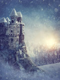 De winterlandschap met oud kasteel stock illustratie