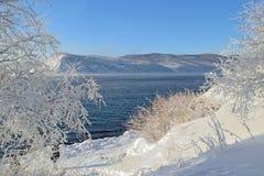 De winterlandschap op meer Baikal, Siberië, Rusland Royalty-vrije Stock Afbeeldingen