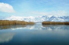De winterlandschap in Prespa-meer stock afbeelding