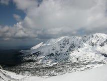 De winterlandschap - Tatry-bergketen in de sneeuw Royalty-vrije Stock Foto's