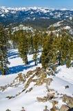 De winterlandschap van alpiene toevlucht royalty-vrije stock afbeeldingen