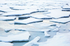 De winterlandschap van de ijsstroom Stock Fotografie