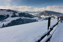 De winterlandschap vanaf bovenkant van berg Royalty-vrije Stock Foto