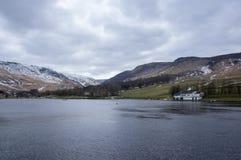 De winterlandschappen van het Nationale Park van Dovestone en Reservoirs, Piekdistrict, Engeland royalty-vrije stock afbeeldingen