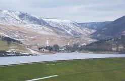 De winterlandschappen van het Nationale Park van Dovestone en Reservoirs, Piekdistrict, Engeland stock afbeelding