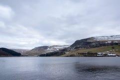 De winterlandschappen van het Nationale Park van Dovestone en Reservoirs, Piekdistrict, Engeland royalty-vrije stock foto