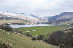 De winterlandschappen van het Nationale Park van Dovestone en Reservoirs, Piekdistrict, Engeland royalty-vrije stock afbeelding