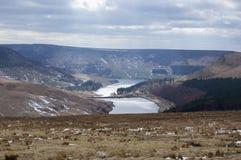 De winterlandschappen van het Nationale Park van Dovestone en Reservoirs, Piekdistrict, Engeland stock foto's