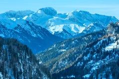 De wintermening over Marmolada-berg, Italië. Stock Foto