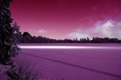 De wintermening van bevroren sneeuw behandelde oppervlakte van Strbske Pleso Stock Fotografie
