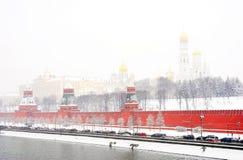 De wintermening van Moskou het Kremlin stock foto's