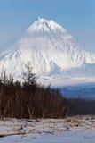 De wintermening van vulkanen van het Schiereiland van Kamchatka Stock Foto's