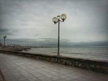 De wintermiddag op de kust Royalty-vrije Stock Afbeelding
