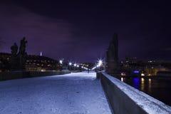 De winternacht in Praag Stock Foto