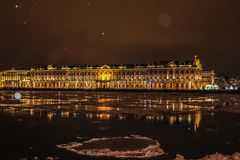 De winternacht in de stad Royalty-vrije Stock Foto's