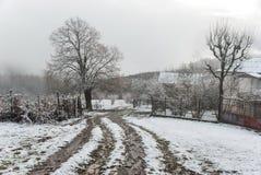 De winterochtend in bergdorp Royalty-vrije Stock Afbeelding