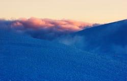 De winterochtend in de bergen Royalty-vrije Stock Foto's