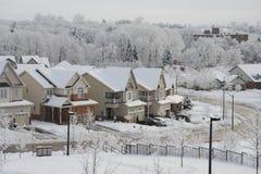 De winterochtend in de kleine stad Royalty-vrije Stock Foto's